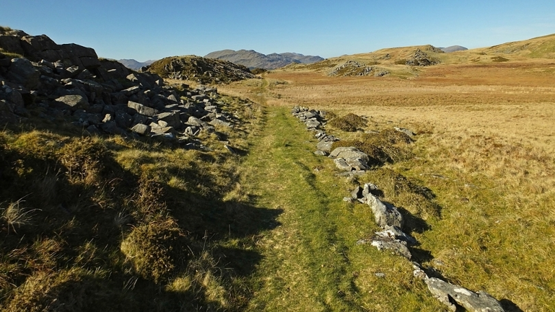 W drodze do Bryn Cader Faner (ze Snowdonią na horyzoncie)