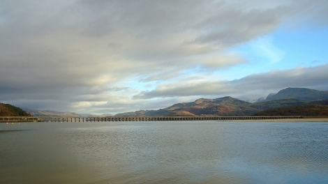Estuarium rzeki Mawddach i Barmouth Bridge