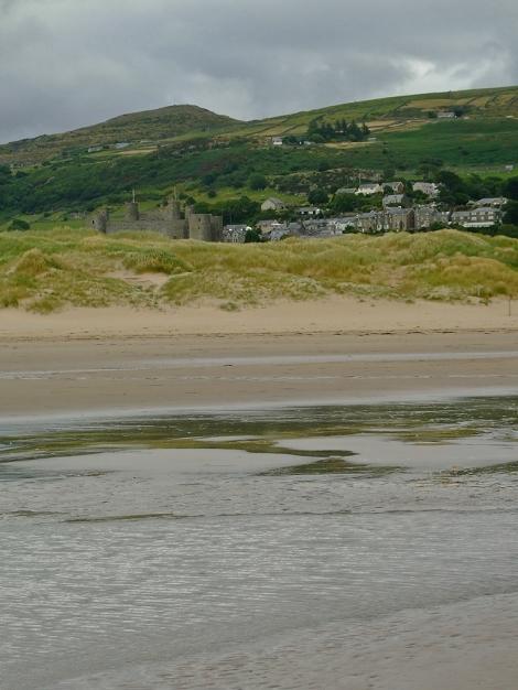 Zamek Harlech z plaży Morfa Harlech
