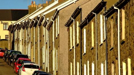 Strome, wąskie i zabudowane maleńkimi domami uliczki, to architektoniczny znak rozpoznawczy Dolin
