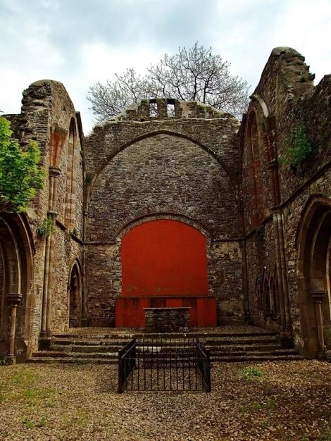 Ruiny kościoła przy klasztorze w Capel-y-ffin