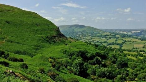 Widok na Golden Valley i Herefordshire z grzbietu Black Darren