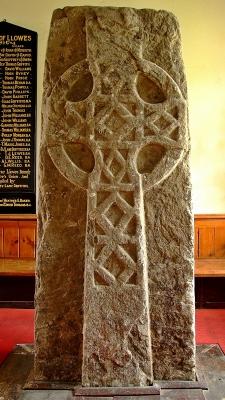 Imponujący krzyż Świętego Meiliga w Llowes