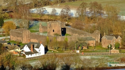 Skenfrith z Coedanghred Hill