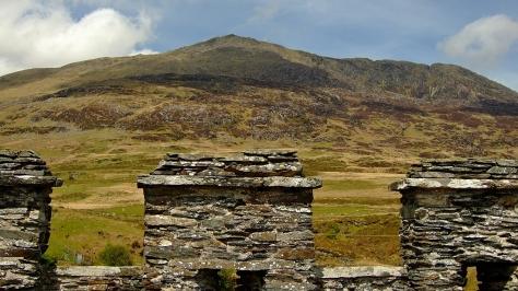 Moel Siabod z dachu Dolwyddelan Castle
