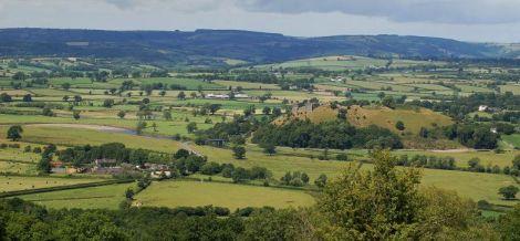 Panorama Carmarthenshire z zamkiem Dryslwyn na wzgórzu