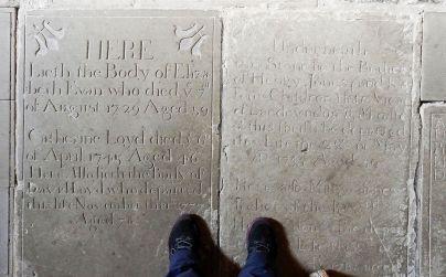 płyty nagrobne, obecnie podłoga kościoła