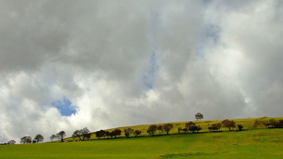 Krajobrazy u stóp wzgórza Y Garth