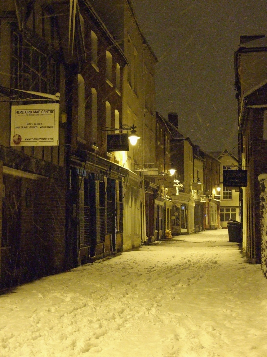 Zaśnieżona, nocna Church Street