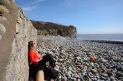 Prawie-ławka, wybrzeże Glamorgan pomiędzy Llantwit Major i St Donats. Autor: Smok Walijski