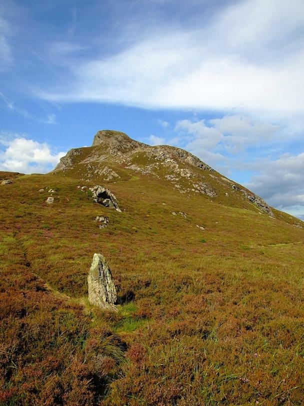 Menhir Plas Cregennen Stone i grodzisko na Pared-y-Cefn-Hir