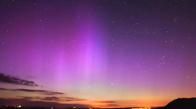 Obserwujemy nocne niebo w Walii