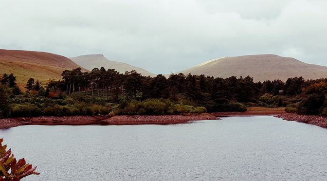 1 dzień w Brecon Beacons: Neuadd Reservoir i mały szlak wodospadowy